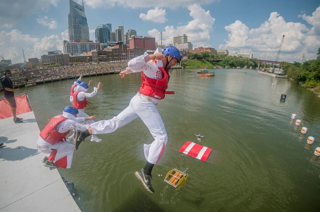 The Flying Submarines perform their routine at Red Bull Flugtag in Nashville, TN, USA, on 23 September, 2017 // Chris Garrison/Red Bull Content Pool // P-20170924-00870 // Usage for editorial use only // Please go to www.redbullcontentpool.com for further information. //